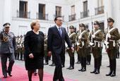 """智利总统用""""两场检阅仪式""""欢迎李克强"""