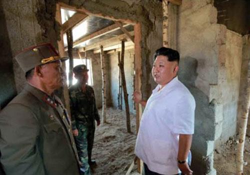 金正恩视察洪水灾区 朝鲜罕见公开受灾画面
