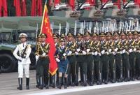 駐港部隊受閲官兵進行最後排練 等候檢閲