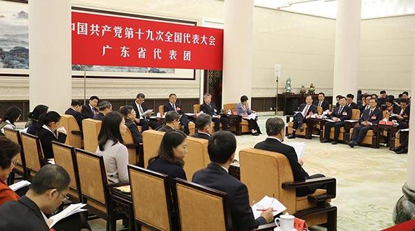 中共十九大代表團討論向中外記者開放